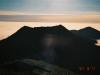 ビバーク地付近よりピパイロ岳(中央がピーク、左が西肩)・妙敷山(右)を望む