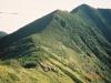 1967m峰からピパイロ岳西肩(中央右奥)に続く国境稜線