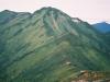 ピパイロ岳西肩付近より1967m峰を振り返る