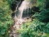 林道のすぐ脇を落ちる小滝