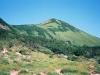 七ツ沼カールより国境稜線を見上げる