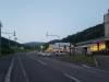 なよろ温泉サンピラー(右)と体育センター ピヤシリフォレスト(中央)